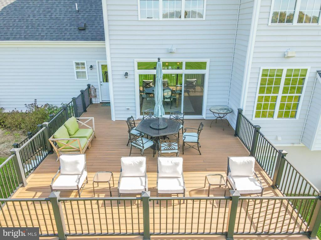 20x21 Trex Deck - 18109 OAK RIDGE DR, PURCELLVILLE