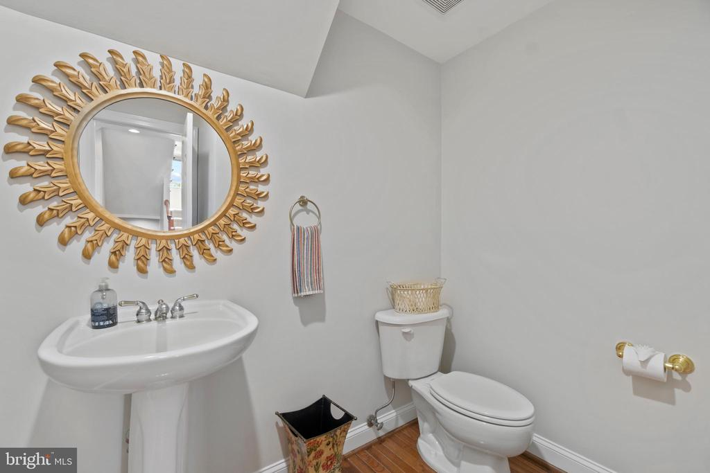 Powder Room 1 - 18109 OAK RIDGE DR, PURCELLVILLE