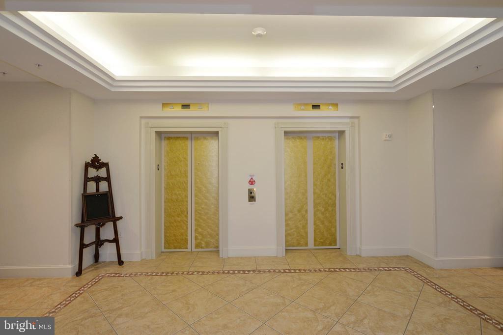 Elevators - 19350 MAGNOLIA GROVE SQ #211, LEESBURG