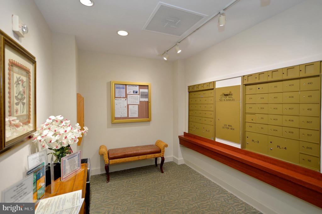 Lobby mail room - 19350 MAGNOLIA GROVE SQ #211, LEESBURG