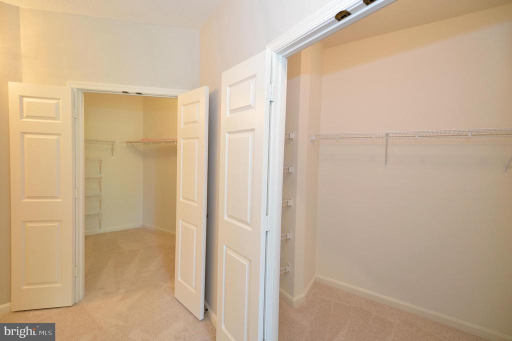 Master bedroom has TWO walk-in closts - 19350 MAGNOLIA GROVE SQ #211, LEESBURG