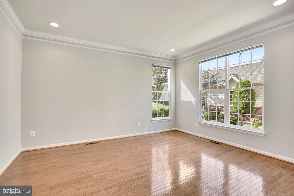 Light Filled Living Room - 43218 BALTUSROL TER, ASHBURN
