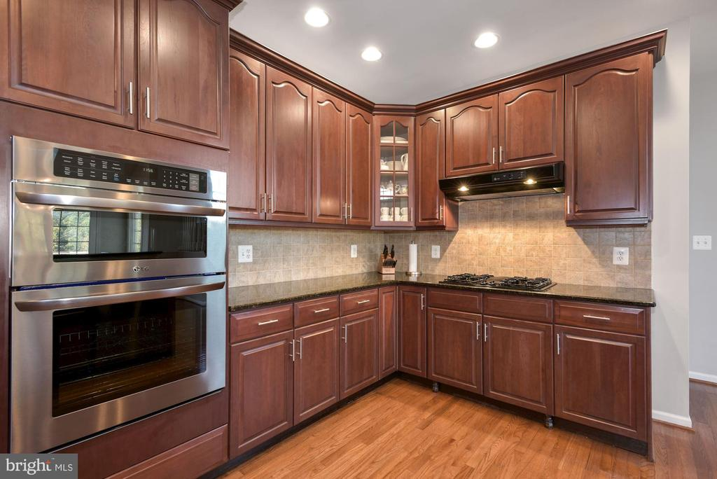 Upgraded Appliances - 19658 OLYMPIC CLUB CT, ASHBURN