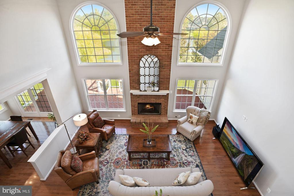 Two Story Family Room Overlook - 19658 OLYMPIC CLUB CT, ASHBURN