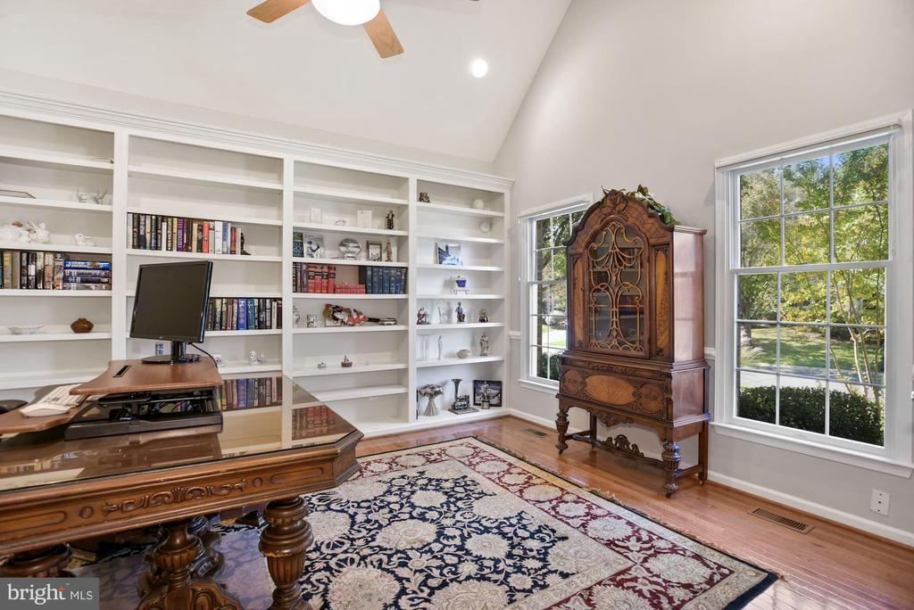 Private Office w/ Cathedral Ceiling & Built-Ins - 19658 OLYMPIC CLUB CT, ASHBURN