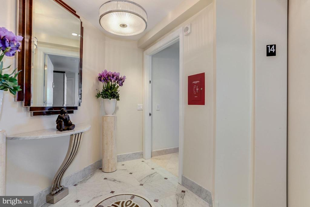 Direct Elevator Access - 1881 N NASH ST #1410, ARLINGTON