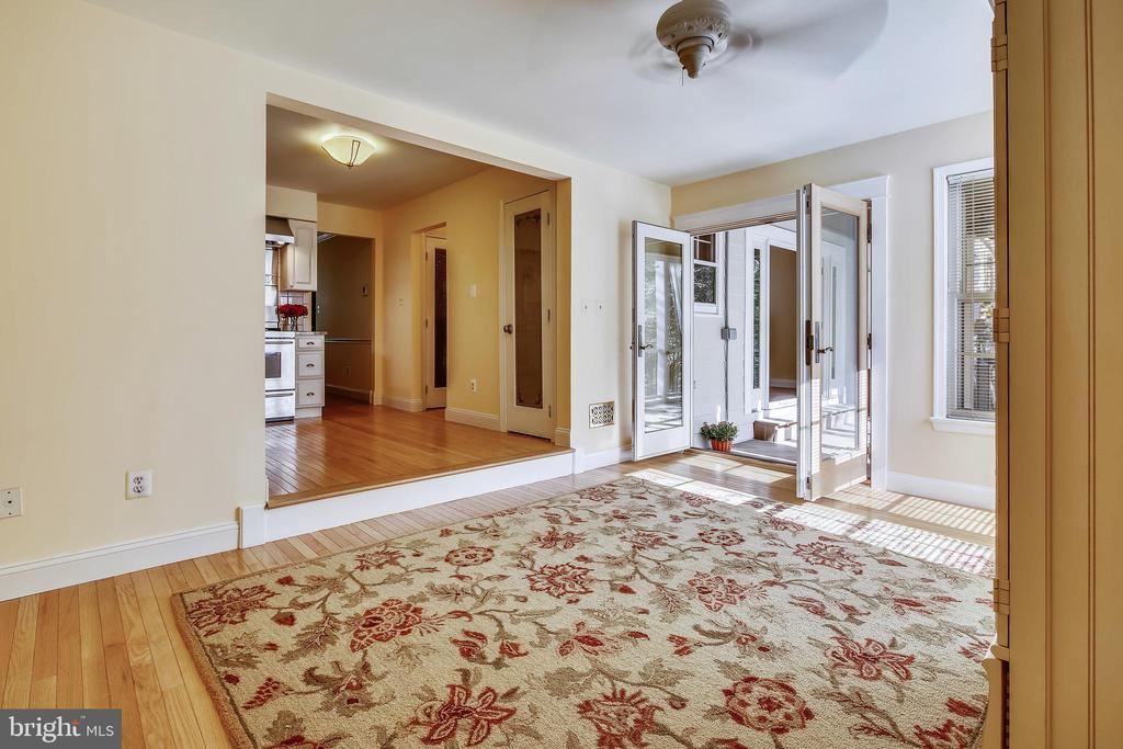 Light Filled Family Room - 1636 STOWE RD, RESTON