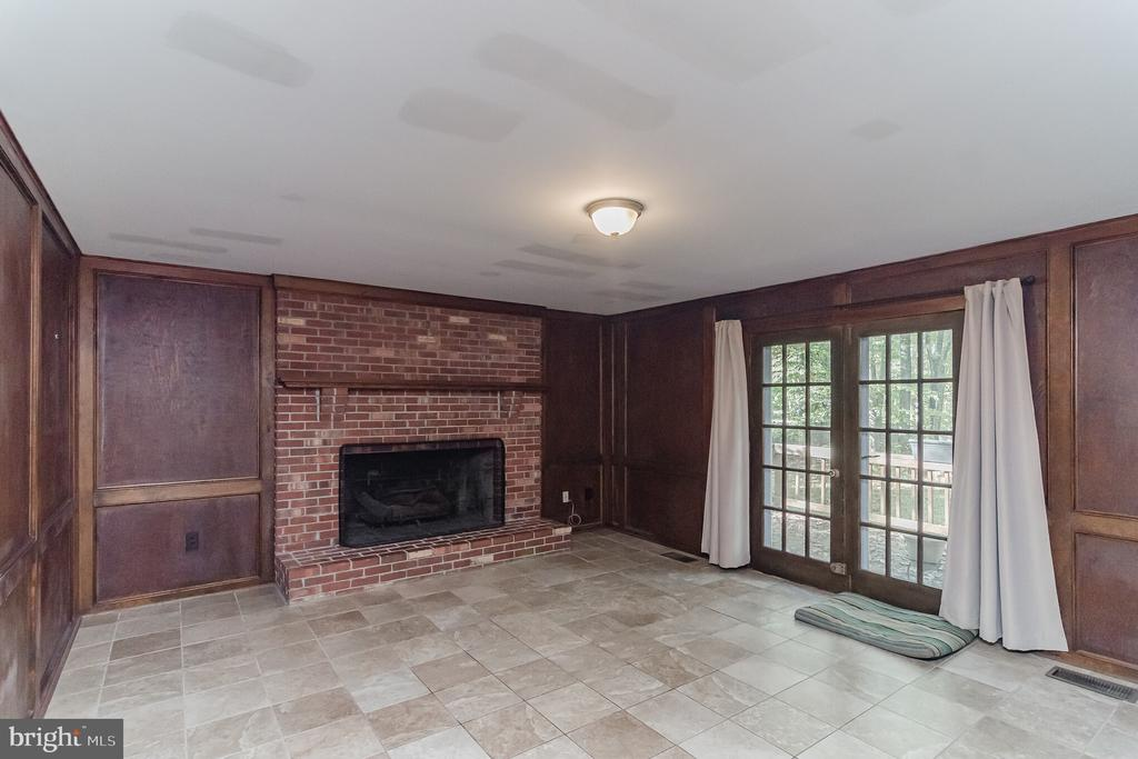 FAMILY RM W/WOOD BURNING F/P - 8052 COUNSELOR RD, MANASSAS