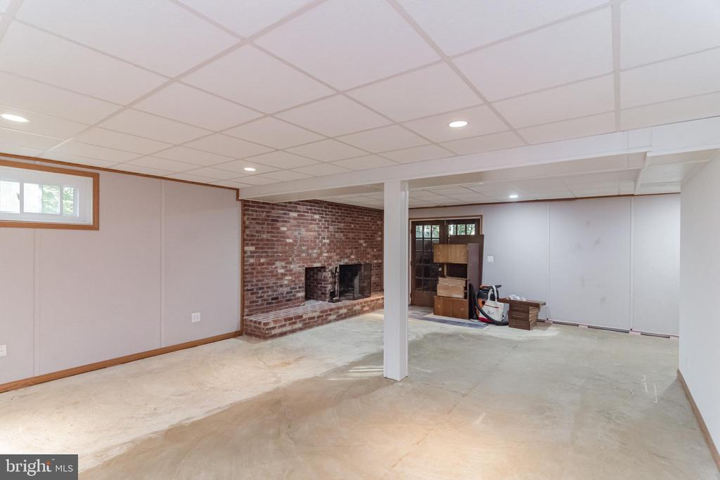 NEW CARPET INSTALLED IN 2 WEEKS - 8052 COUNSELOR RD, MANASSAS