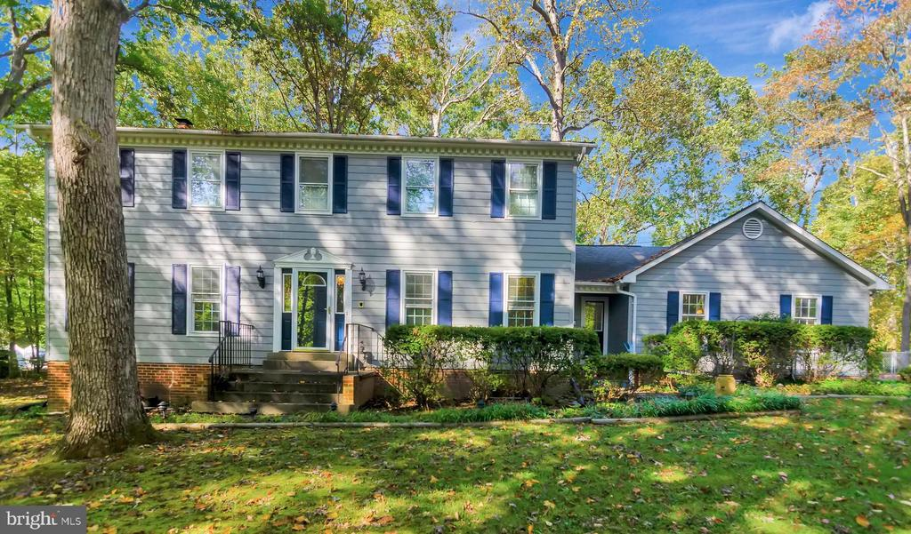 CLASSIC COLONIAL W/SIDELOAD GARAGE - 8052 COUNSELOR RD, MANASSAS
