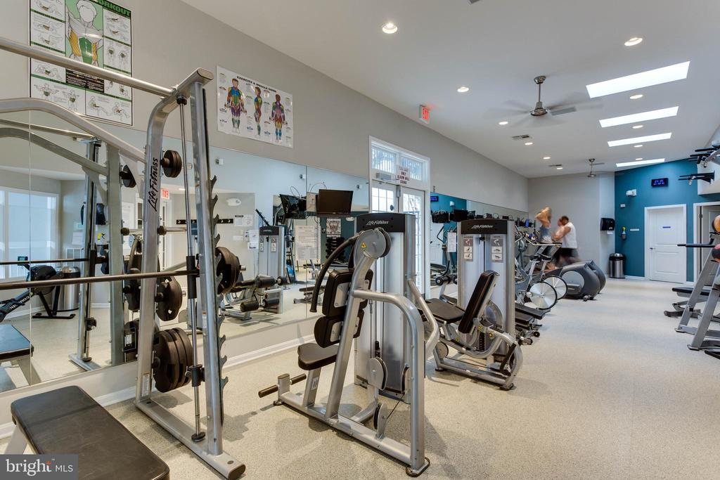 On-site gym with cardio & weight equipment - 1403 N VAN DORN #C, ALEXANDRIA