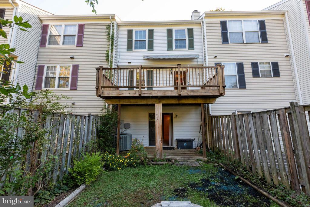 - 77 SOUTHALL CT, STERLING