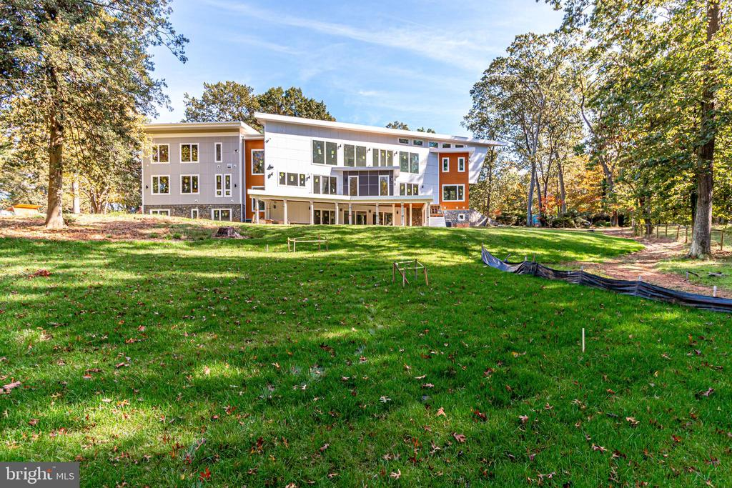 Modern masterpiece with imported Italian cabinetry - 2368 HUNTER MILL RD, VIENNA