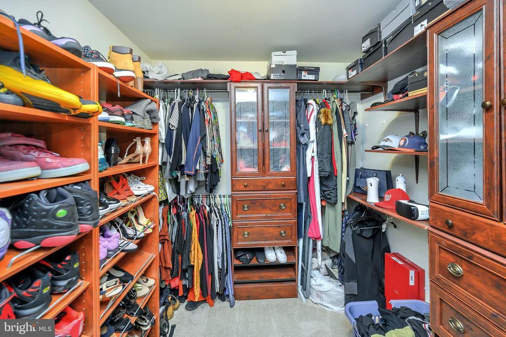 HUGE WALKIN CUSTOM CLOSET! - 5316 AUSTRA PL, WOODBRIDGE