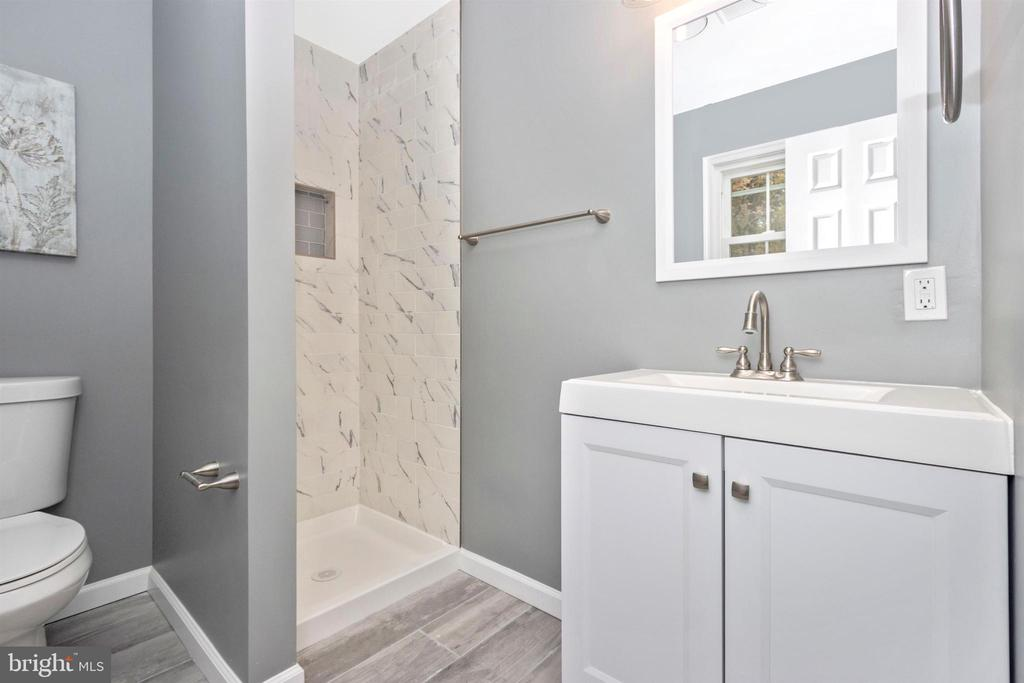 Primary Bathroom - 2575 THOMPSON DR, MARRIOTTSVILLE