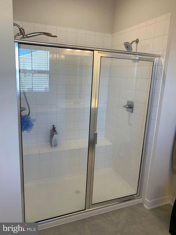 master bath shower - 11356 WILLOW GREEN CIR, MANASSAS