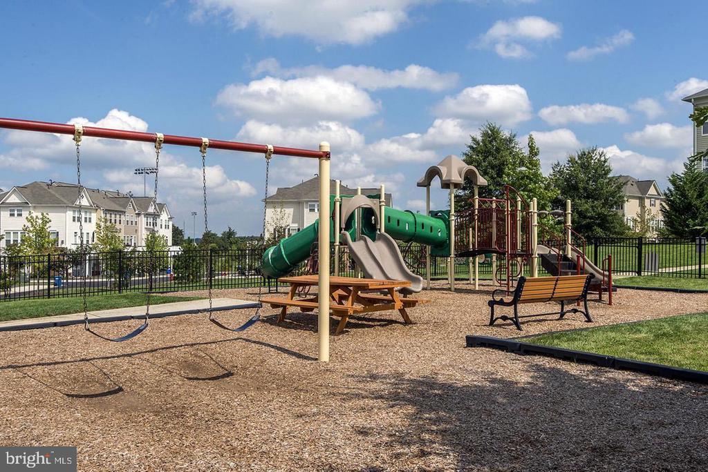 Summerfield Playground - 42453 ROCKROSE SQ, BRAMBLETON