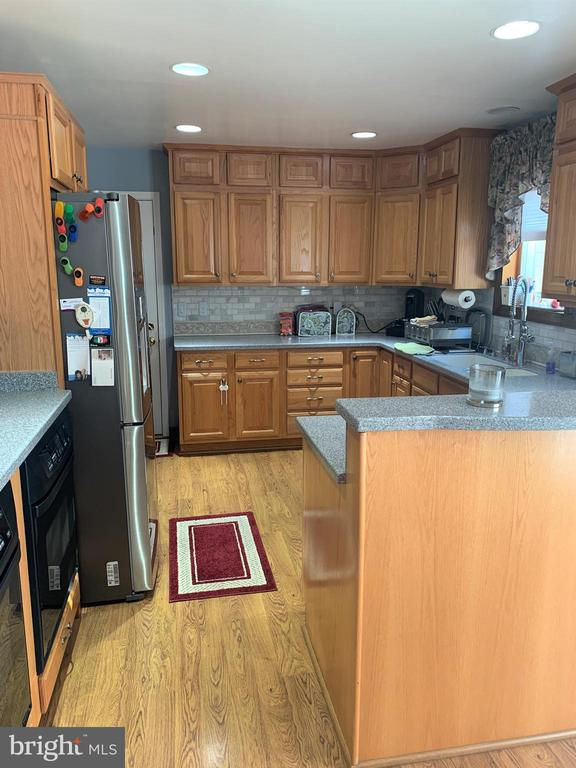 upgraded kitchen - 9115 FISHERMANS LN, SPRINGFIELD