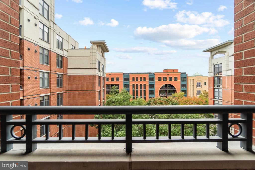 Views! - 1021 N GARFIELD ST #531, ARLINGTON