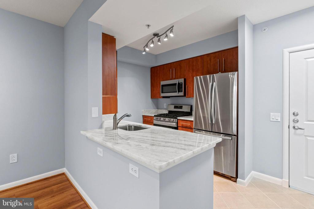 Brand New Countertops - 1021 N GARFIELD ST #531, ARLINGTON