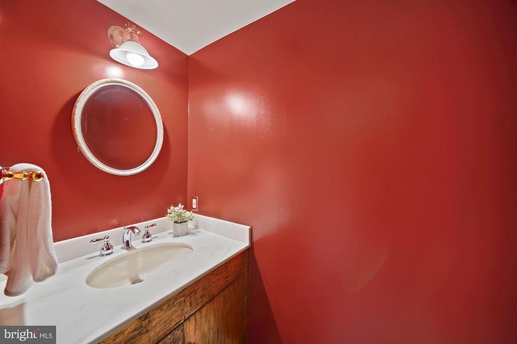 Powder Room - 1401 N OAK ST #608, ARLINGTON
