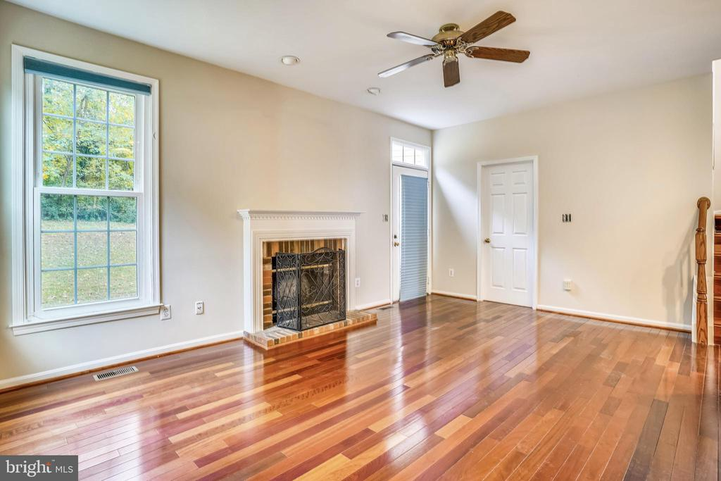 Freshly painted throughout - 20689 CARNWOOD CT, STERLING