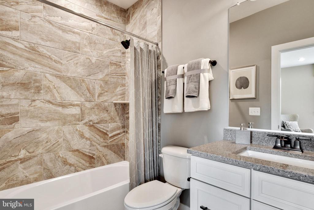 Custom bathroom in bedroom #4 - 600 W K ST, PURCELLVILLE