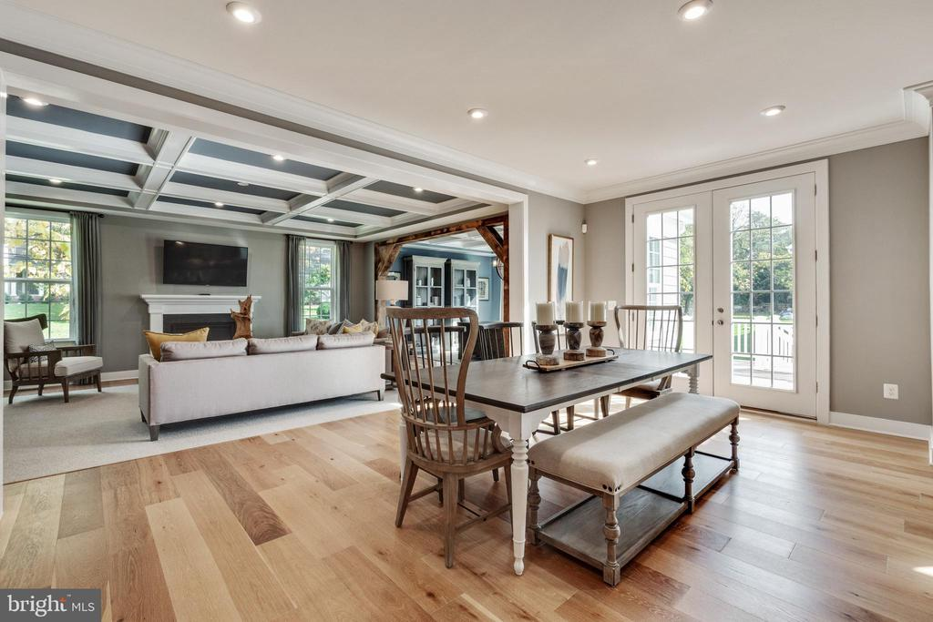 Kitchen opens to family room - 600 W K ST, PURCELLVILLE
