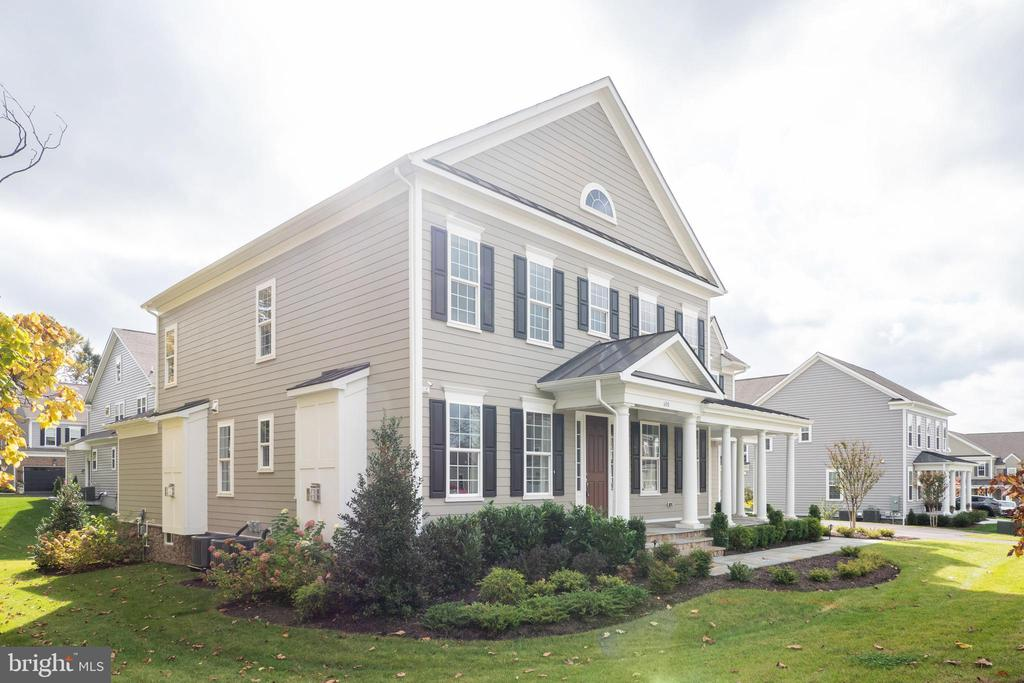 Extensive landscaping - 600 W K ST, PURCELLVILLE