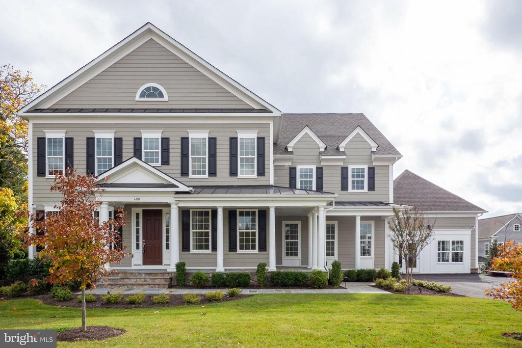 Beautiful curb appeal - 600 W K ST, PURCELLVILLE