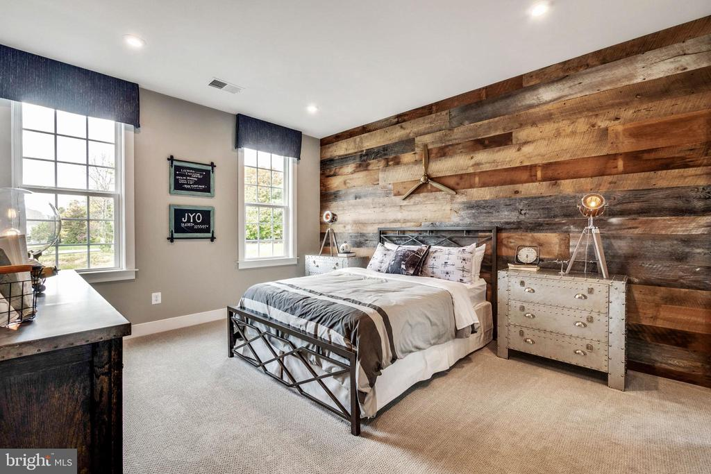 Custom decorative wall in bedroom #3 - 600 W K ST, PURCELLVILLE