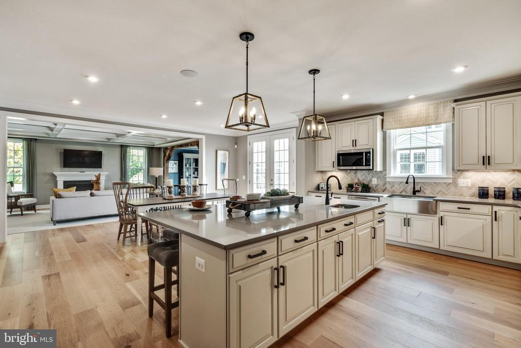 Custom lighting in kitchen - 600 W K ST, PURCELLVILLE