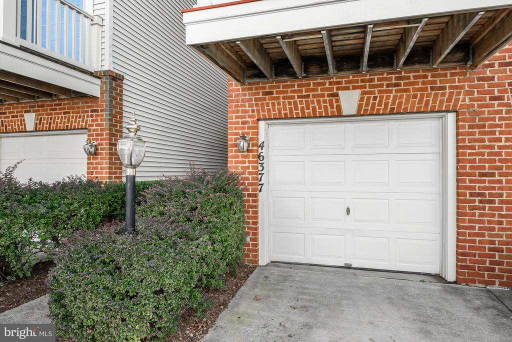 Features 1-car garage - 46377 PRYOR SQ, STERLING