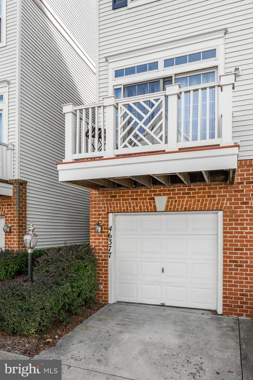 The perfect balcony to entertain - 46377 PRYOR SQ, STERLING