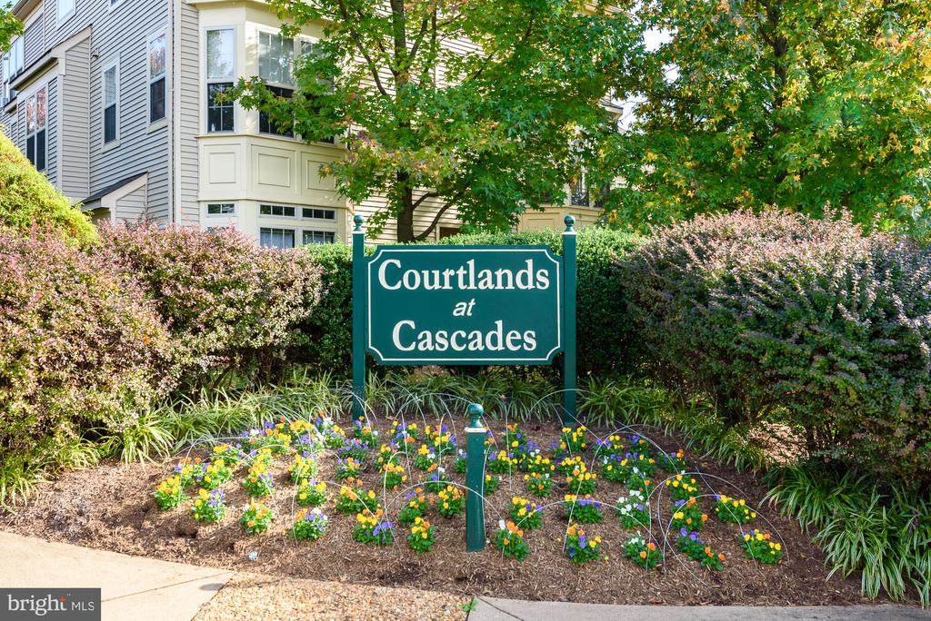 Desirable condo in heart of Potomac Falls - 46377 PRYOR SQ, STERLING