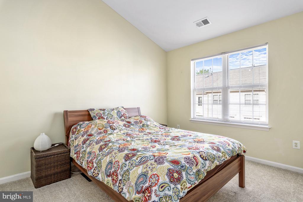 Spacious Primary Bedroom w/ high ceilings - 46377 PRYOR SQ, STERLING