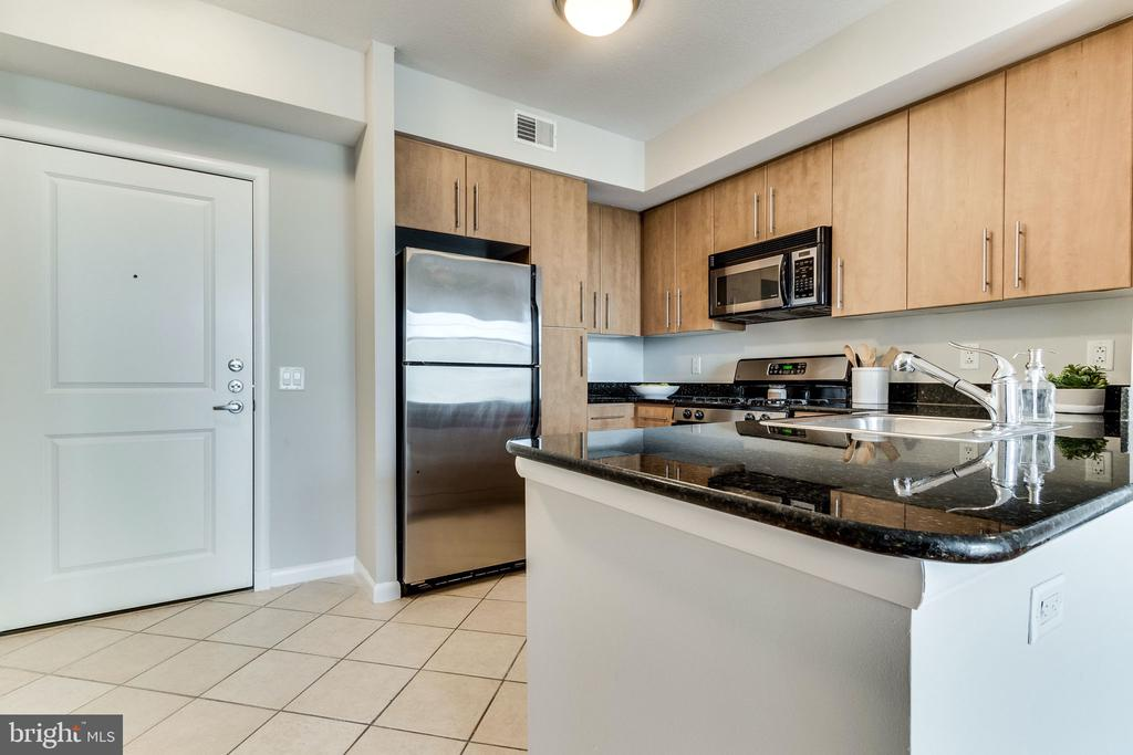 Granite countertops - 1021 N GARFIELD ST #714, ARLINGTON