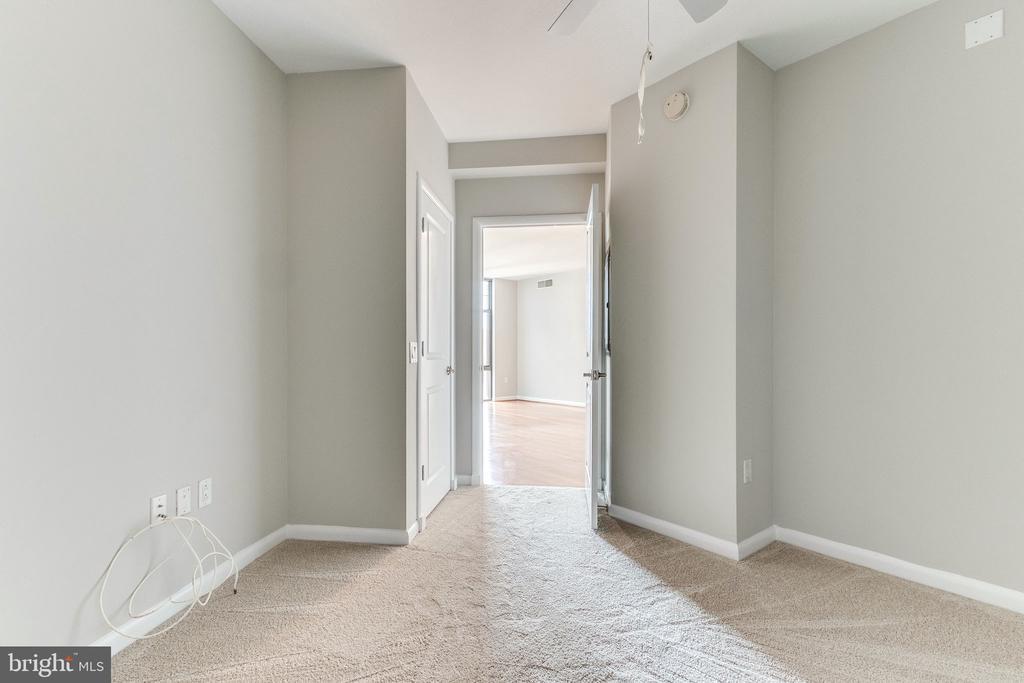 With brand new carpet - 1021 N GARFIELD ST #714, ARLINGTON