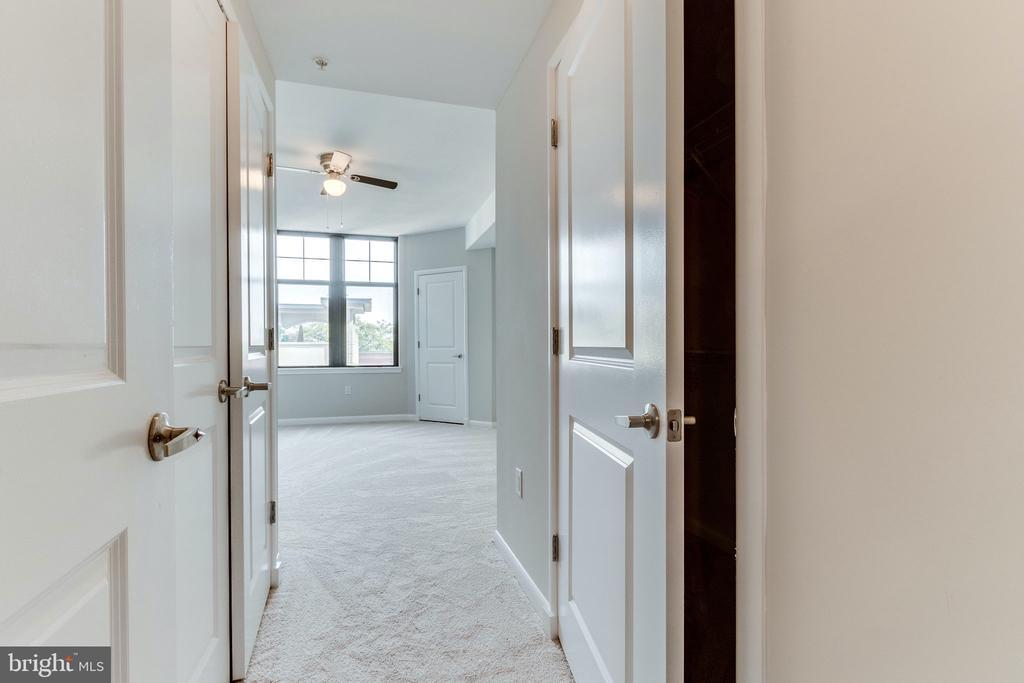 Duel closets - 1021 N GARFIELD ST #714, ARLINGTON