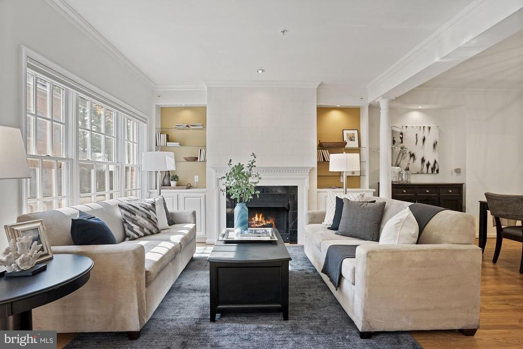 Cozy fireplace and tall ceilings - 1174 N VERNON ST, ARLINGTON