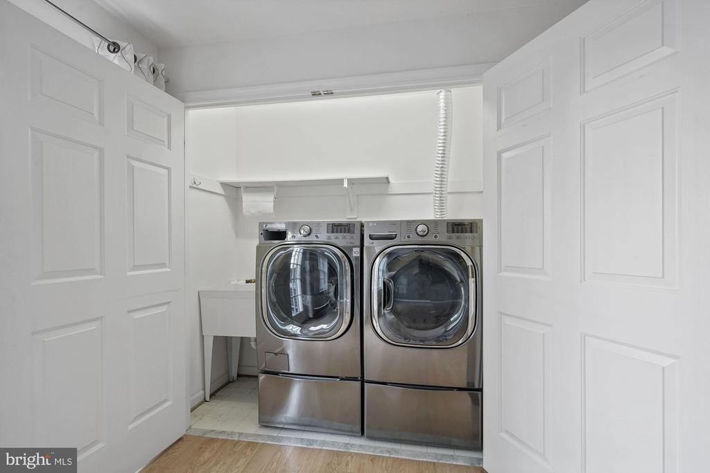 Full size laundry on lower level - 1174 N VERNON ST, ARLINGTON