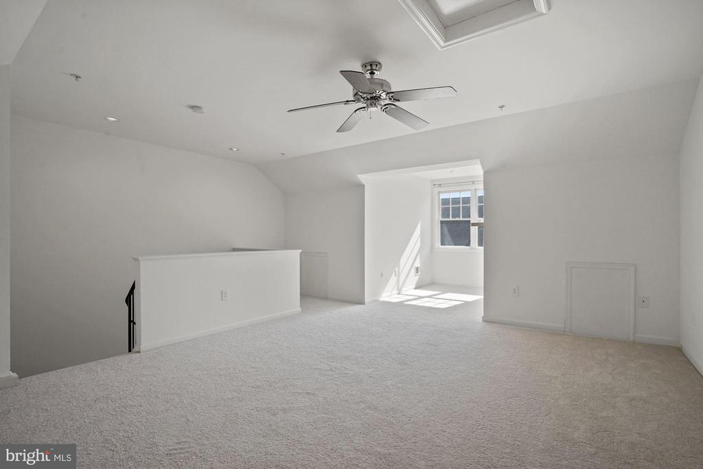 Loft/3rd bedroom on the 4th level - 1174 N VERNON ST, ARLINGTON