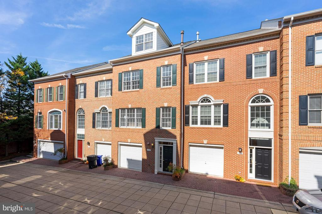 The row of townhomes - 1174 N VERNON ST, ARLINGTON