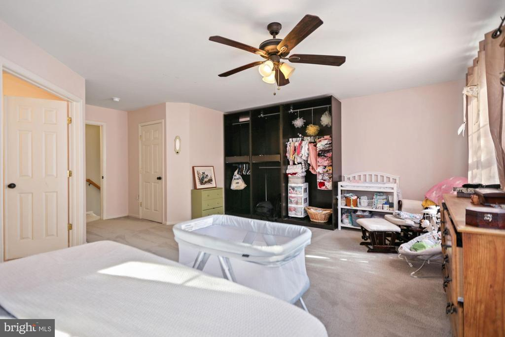 another view of the enormous master suite - 7700 DUNEIDEN LN, MANASSAS