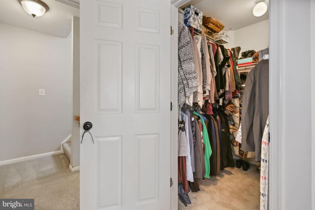 master closet - 7700 DUNEIDEN LN, MANASSAS