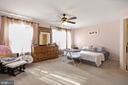 huge master bedroom - 7700 DUNEIDEN LN, MANASSAS