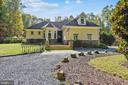 Welcoming Front entrance drive - 20448 OATLANDS CHASE PL, LEESBURG