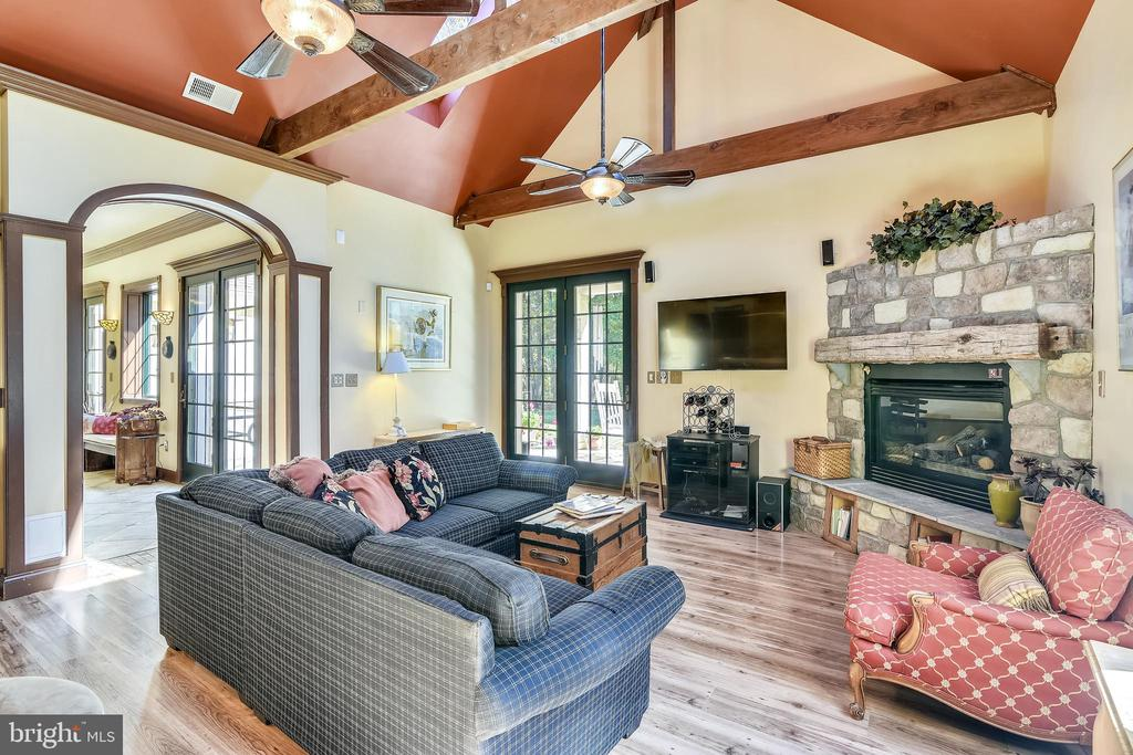 Great Room with Soaring Ceiling - 20448 OATLANDS CHASE PL, LEESBURG