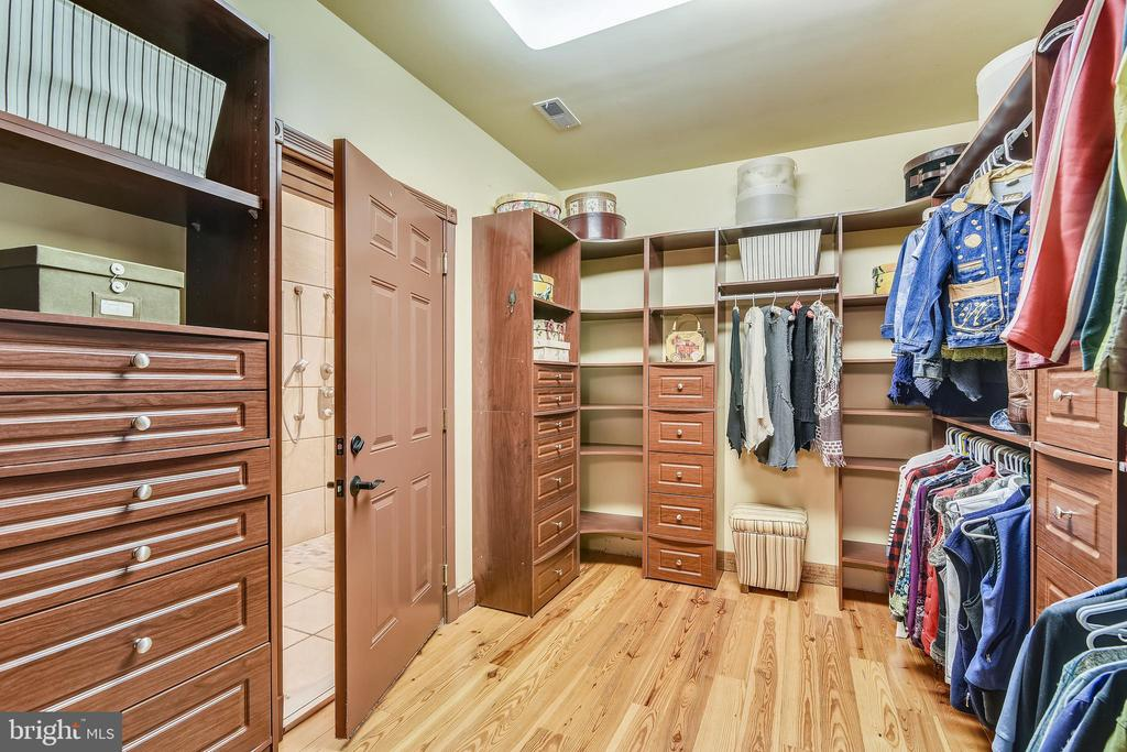 Owner's built-in Closet - 20448 OATLANDS CHASE PL, LEESBURG