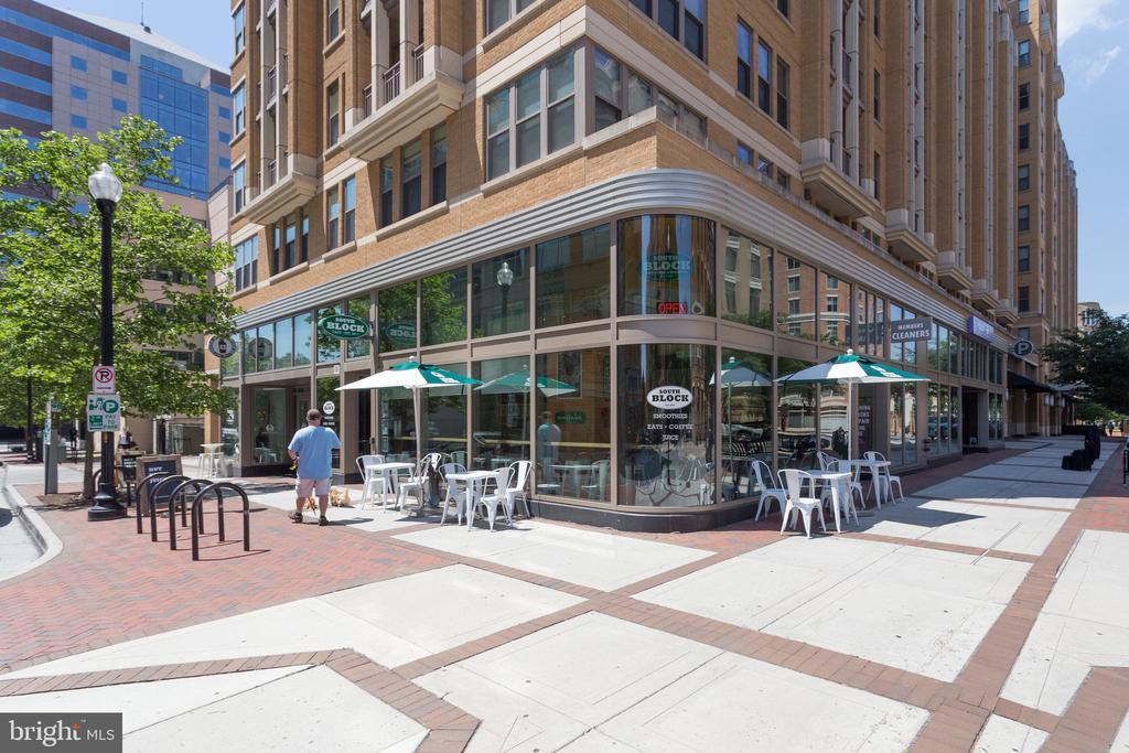 Walking distance to restaurants - 1021 N GARFIELD ST #714, ARLINGTON